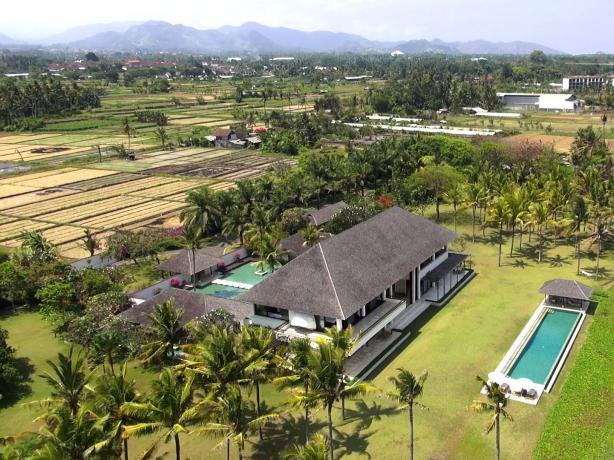Lepang East Coast Ba Indonesia Beachfront Estate Is An Event Destination On Bali S East Coast The Real Estate Conversation